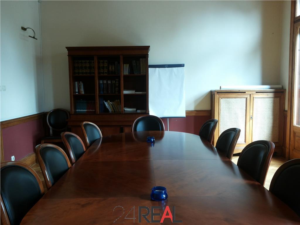 Vanzare vila interbelica inchiriata integral pentru birouri