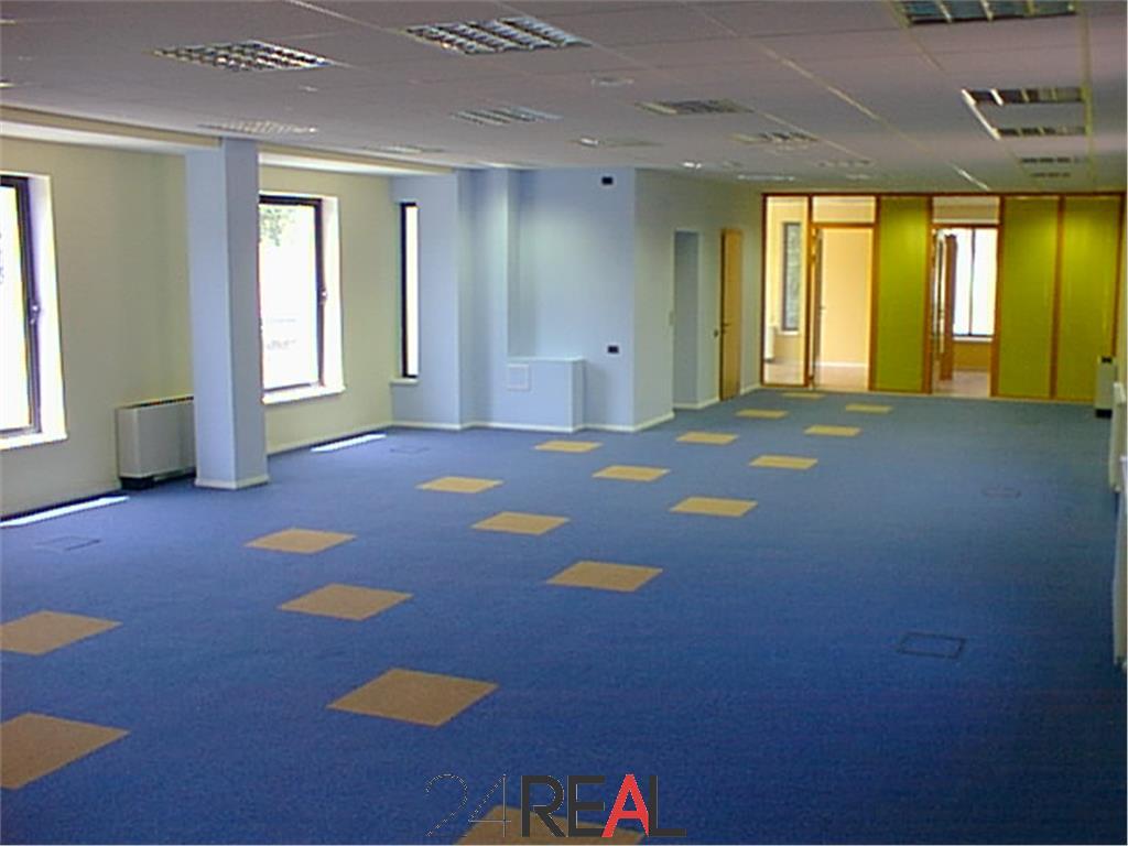 Cladire de birouri de vanzare Polona/Eminescu