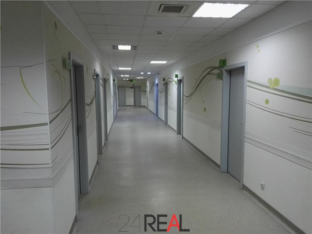 Vanzare cladire pe etaje - pretabil clinica, spital