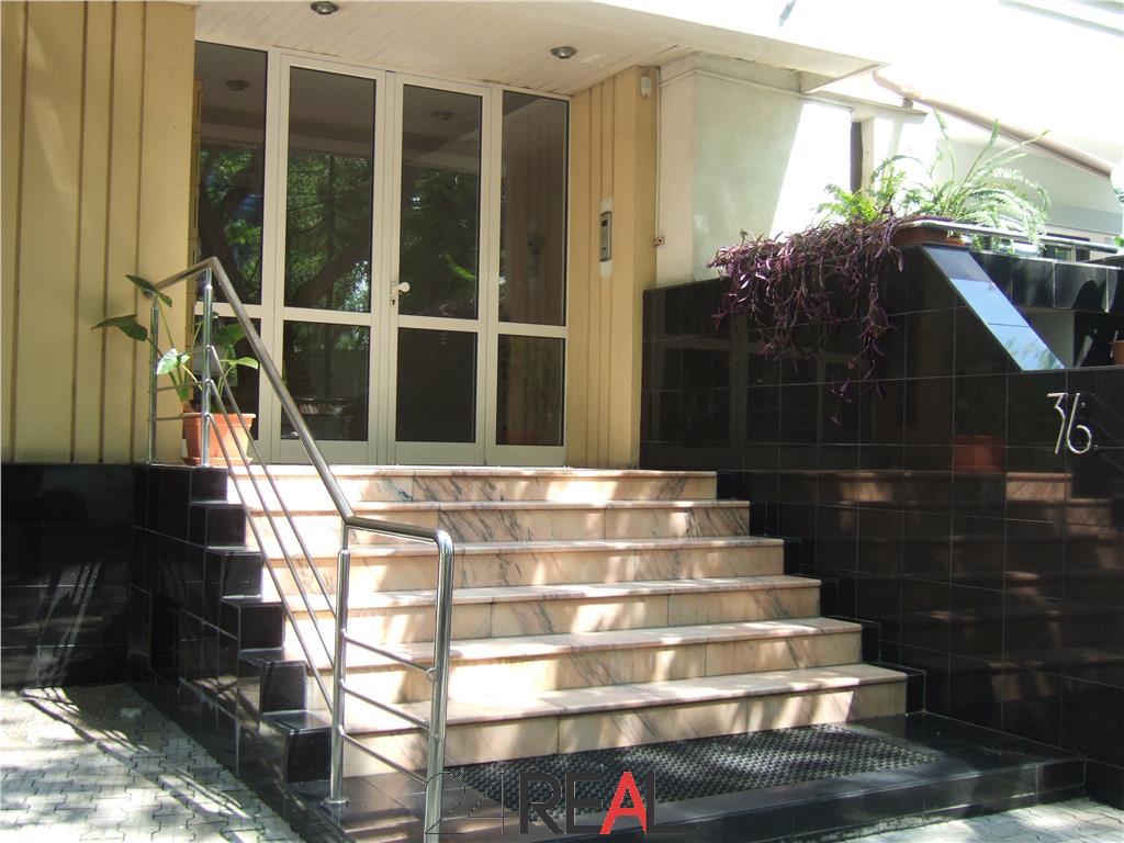 Duplex parter si etaj 1 - 240 mp - Primaverii - 3 locuri parcare
