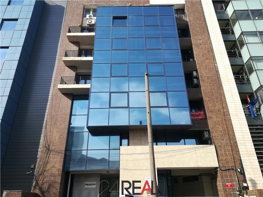 Apartament 4 camere pretabil birouri cu loc de parcare inclus