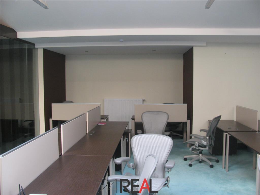 Cladire de birouri si teren de vanzare