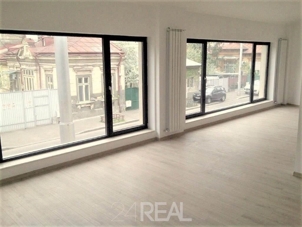 Spatiu stradal cu vizibilitate de inchiriat - birou, showroom - 200 mp
