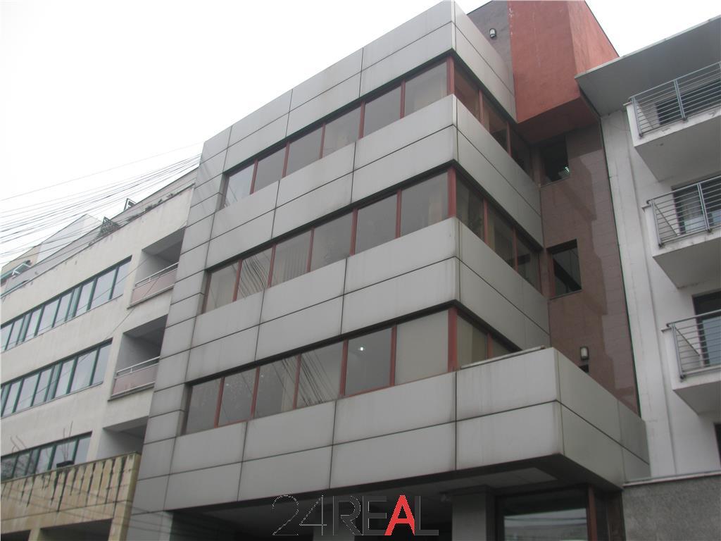 Cladire de birouri in zona Metrou Aviatorilor - de vanzare