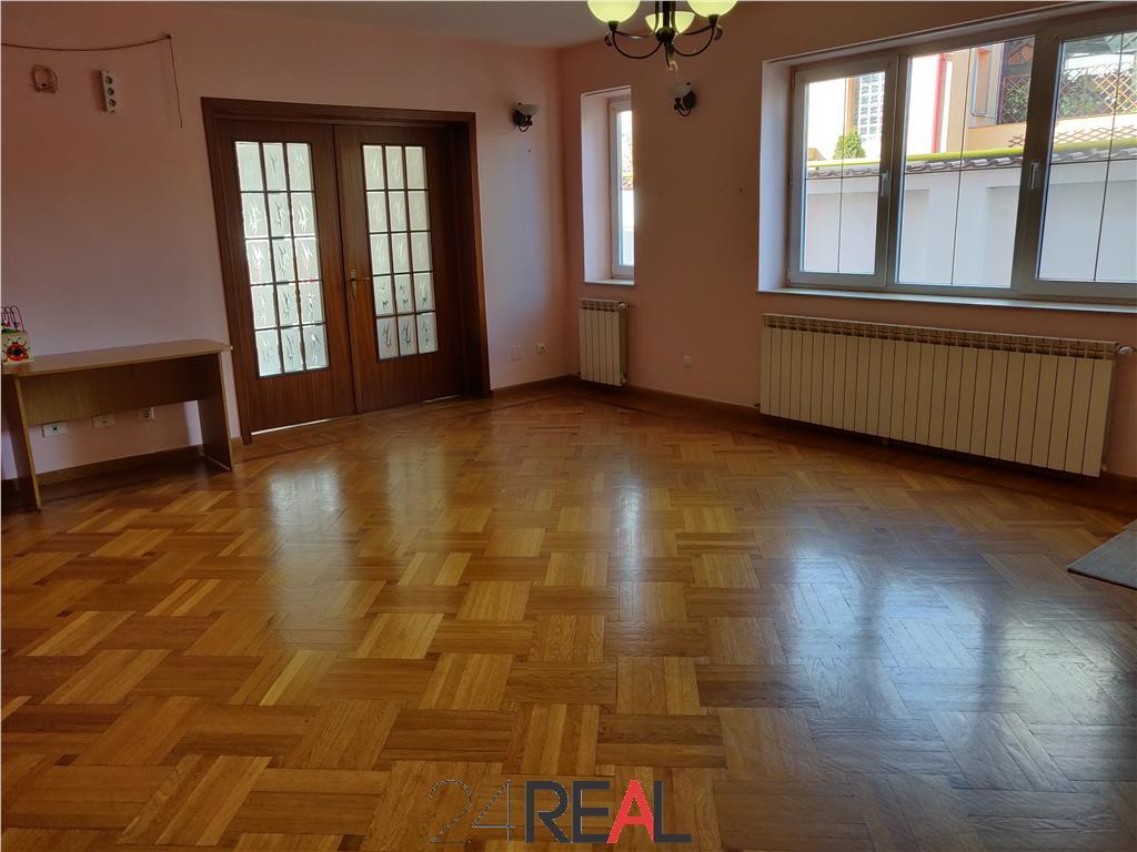 Vila pretabila pentru rezidenta/birouri/gradinita