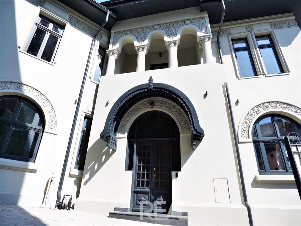 Vila de mari dimensiuni proaspat renovata - de vanzare