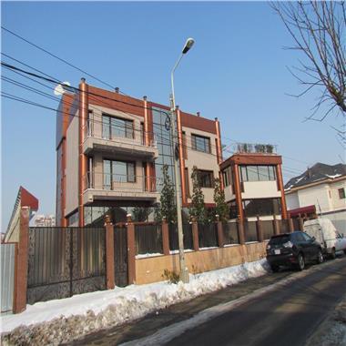 Vila de mari dimensiuni pretabila birouri/ambasada