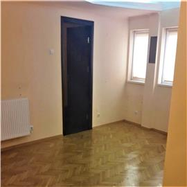 Apartament la parter - pretabil cabinet medical, avocat - 500 Eur