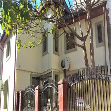 Vila renovata, inchiriata, de vanzare - ideal investitie