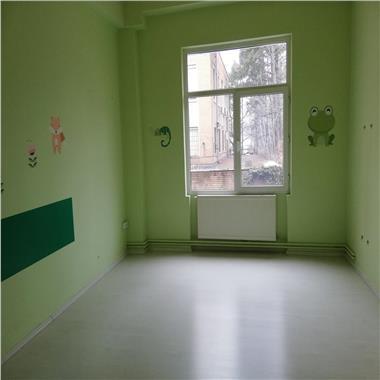 Spatii birouri 42, 80 si 90 mp si clinica medicala - 654 mp la parter