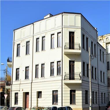 Vila de mari dimensiuni, pretabila pentru birouri, clinica, etc.