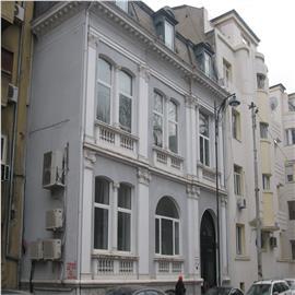 Vila stil clasic, in centrul orasului, cu locuri de parcare