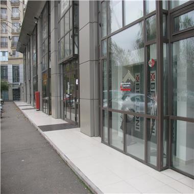 Spatiu pretabil showroom/birouri - pe Bulevardul Unirii